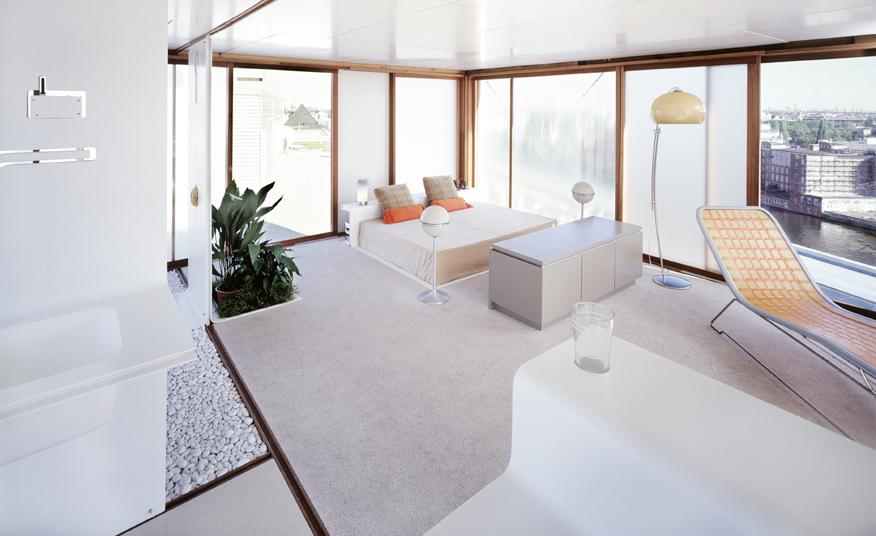 loft sur toit d immeuble. Black Bedroom Furniture Sets. Home Design Ideas