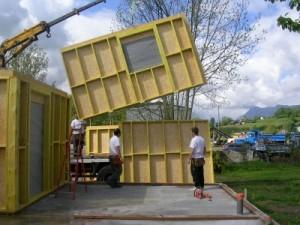 Construire une maison en bois les techniques et exemples for Agrandissement maison ossature bois kit