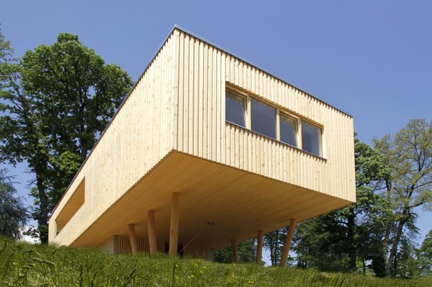 Extension Bois Sur Pilotis : Concrete House On Stilts