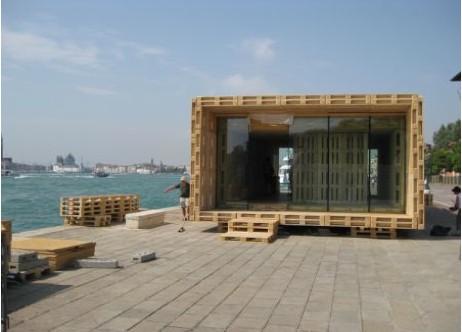 Maison en palettes de bois - Terrasse avec palettes bois ...