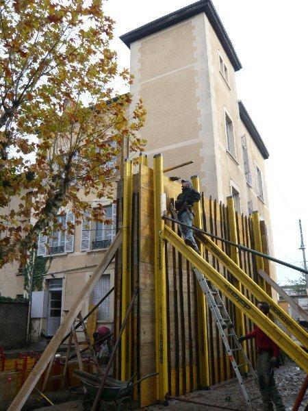 Montage des etais pour couler le béton