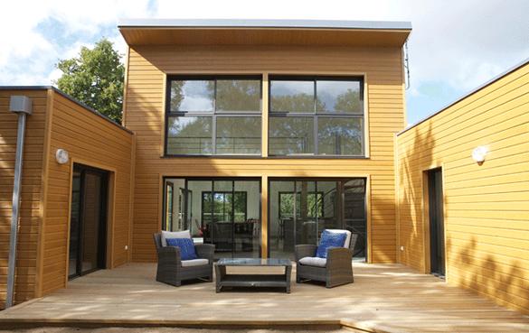 maison toit plat avec patio en U