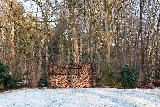 cabane en bois camouflée / camouflage