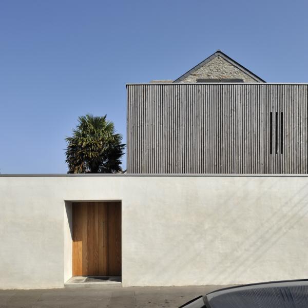 Extension en bois d 39 une maison en pierre extension for Extension contemporaine maison traditionnelle