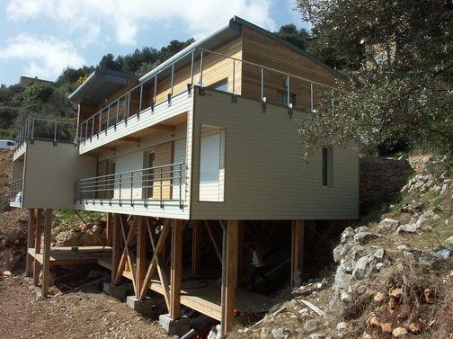 maison contemporaine en bois maison piloti double terrasse bois. Black Bedroom Furniture Sets. Home Design Ideas