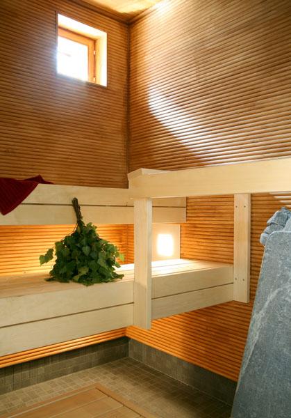 une maison en u avec patio maison contemporaine en bois massif. Black Bedroom Furniture Sets. Home Design Ideas
