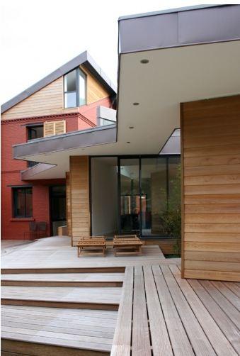 extension en bois et sur l vation d une maison ancienne. Black Bedroom Furniture Sets. Home Design Ideas