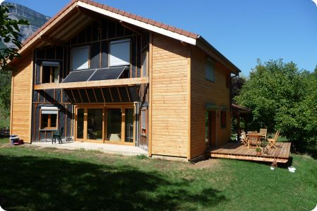 Finition du bardage en red cedar sur le parement