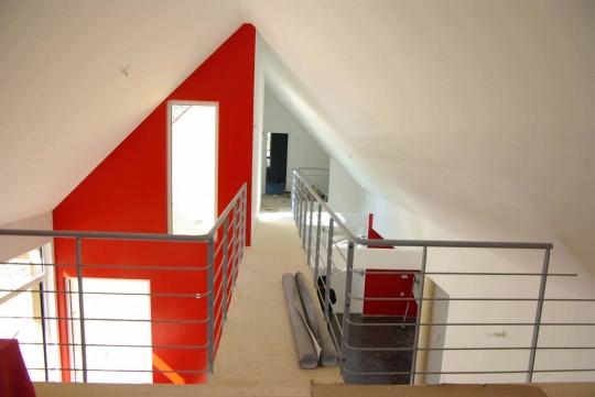 Construction d 39 une maison en bois et cologique for Construction escalier beton interieur