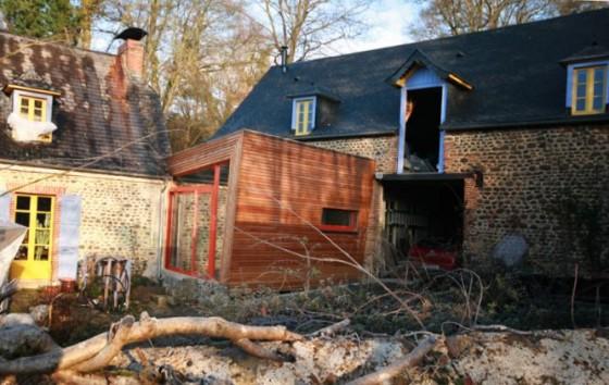 extension bois permettant de r unir une maison ancienne en pierre et sa grange. Black Bedroom Furniture Sets. Home Design Ideas