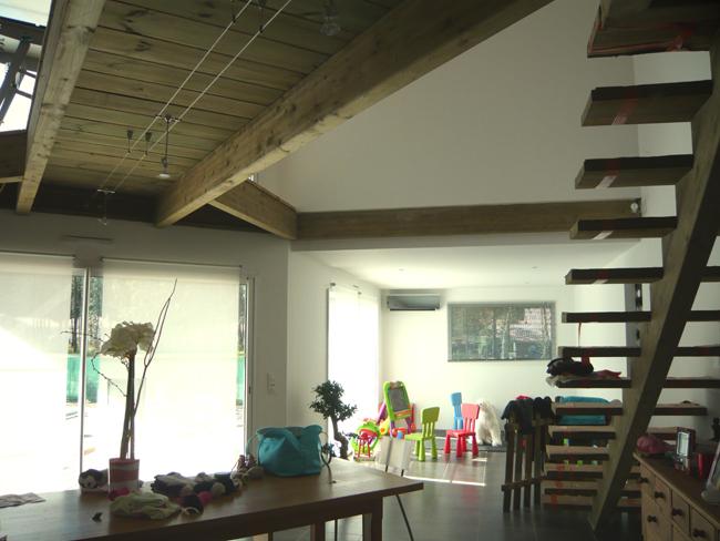 maison loft en bois un loft design cuest aussi des meubles de notre loft design aprs design. Black Bedroom Furniture Sets. Home Design Ideas
