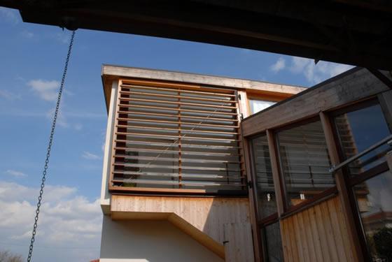 maison bois dans hangar maison bois atypique. Black Bedroom Furniture Sets. Home Design Ideas