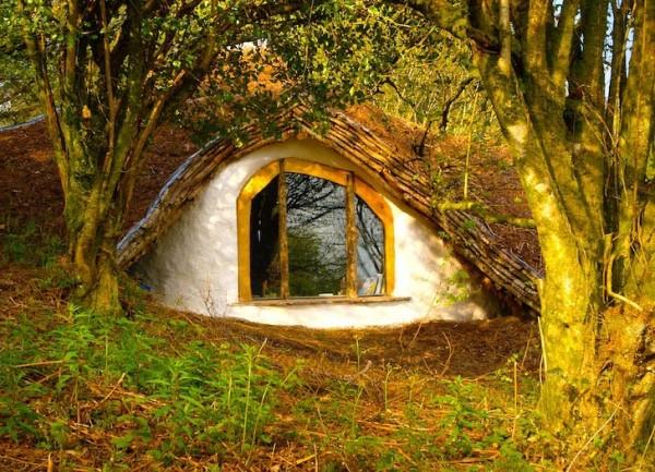 maison des hobbits construction de la maison hobbit bois et paille. Black Bedroom Furniture Sets. Home Design Ideas