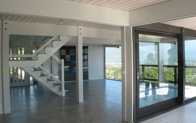 maison baie vitre elegant baie vitre coulissante et bardage en bois massif dune maison. Black Bedroom Furniture Sets. Home Design Ideas