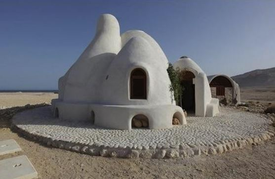 ecodome superadobe la maison en sac de terre. Black Bedroom Furniture Sets. Home Design Ideas